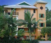 martinique apartments near four mile beach